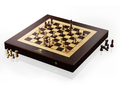 The Kingdom Square Off Chess Computer